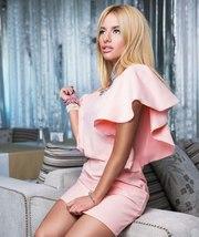 Вечернее простое и изящное платье